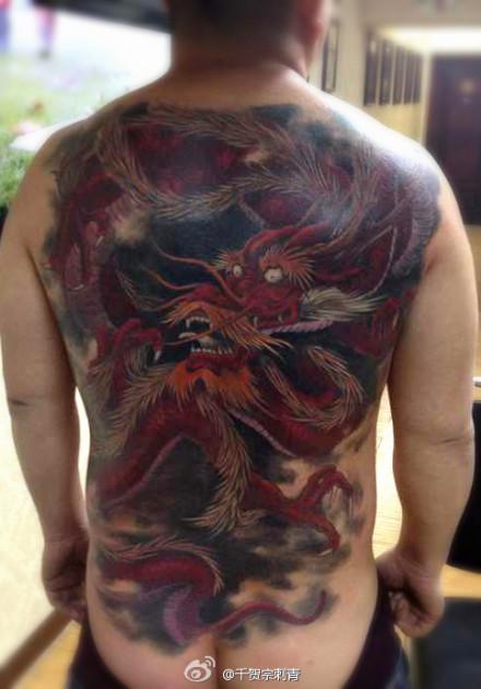 男人后背霸气超牛的满背龙纹身图案