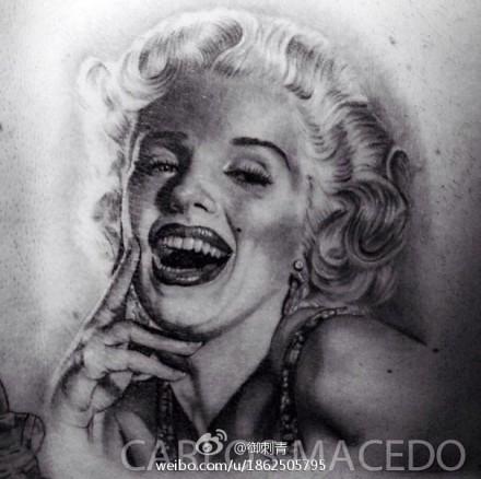 一款潮流漂亮的玛丽莲梦露肖像纹身图案