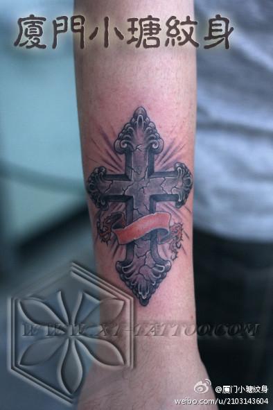 十字架纹身手稿手臂图片展示