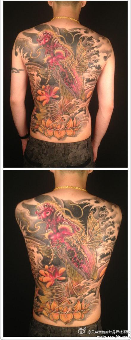 男人后背潮流经典的满背鳌鱼纹身图案图片