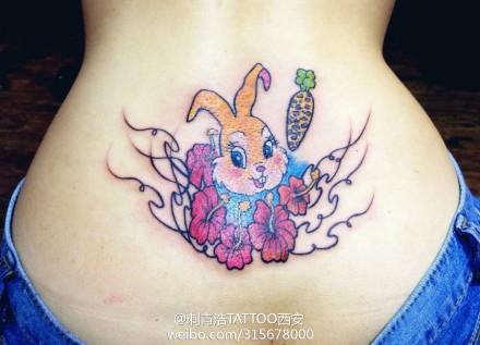美女腰部可爱潮流的小兔子纹身图案