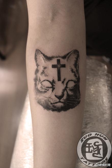 经典帅气的一款猫咪纹身图案