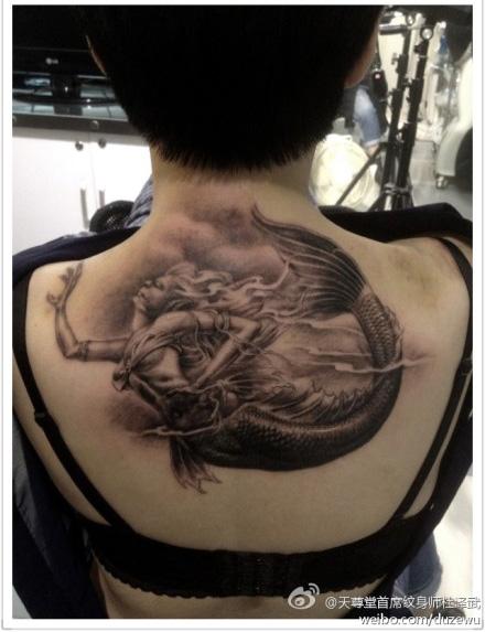 的美人鱼纹身图案