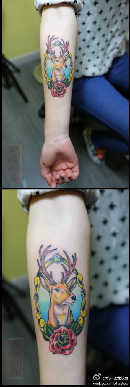 女生手臂可爱时尚的小鹿纹身图案
