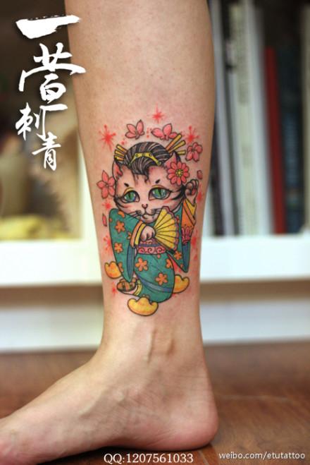 女生小腿可爱潮流的招财猫纹身图案图片