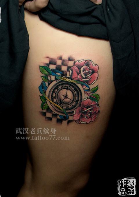 武汉最好纹身店打造的腿部school时钟玫瑰纹身
