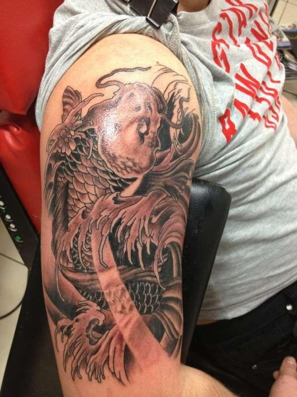 推荐一款大臂鲤鱼纹身图案