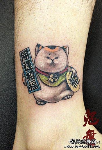 小腿一款可爱的胖胖的招财猫纹身图案 高清图片