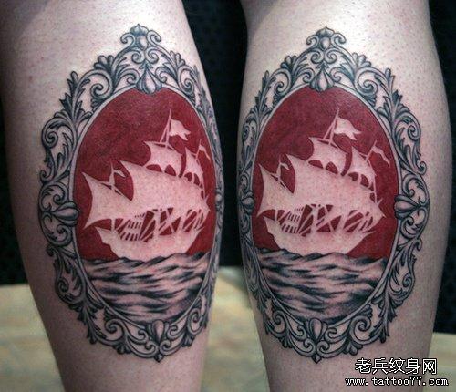 男生腿部经典流行的帆船纹身图案
