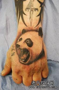 推荐一款手臂熊猫纹身图案