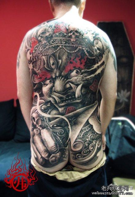 男人后背超酷的满背大黑天菩萨纹身图案
