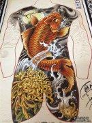 一款超酷经典的满背鲤鱼纹身手稿
