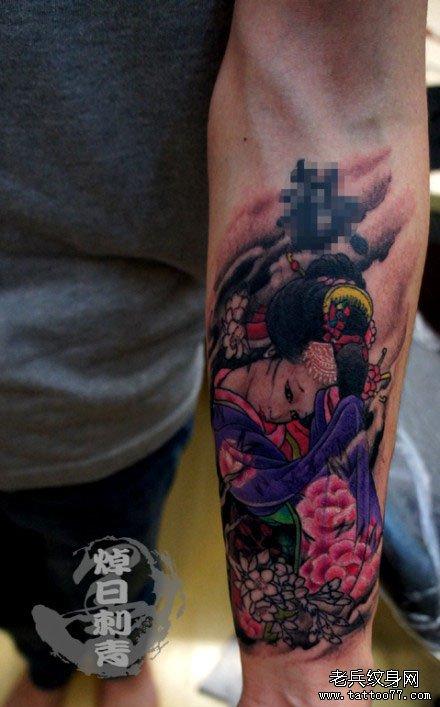手臂潮流漂亮的日本美女艺妓纹身图案图片