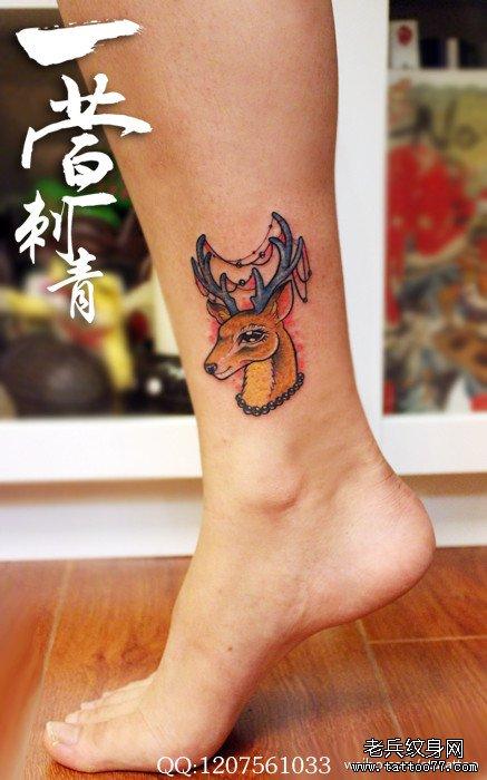 女生腿部小巧可爱的小鹿纹身图案