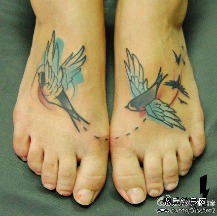 女生脚背小燕子纹身图案图片