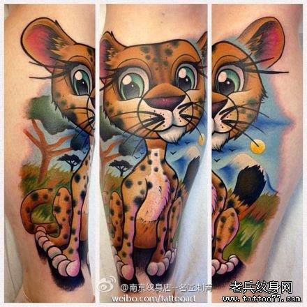 一款可爱潮流的小豹子纹身图案
