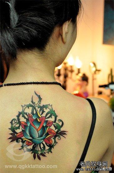 女生肩膀玫瑰花纹身图案大全展示