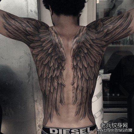 背翅膀纹身图案图片
