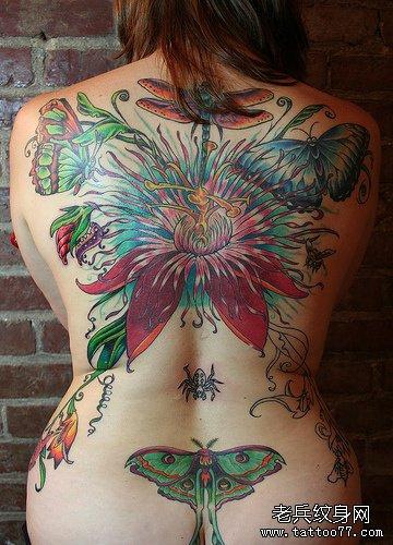 推荐一款后背蝶恋花纹身图案