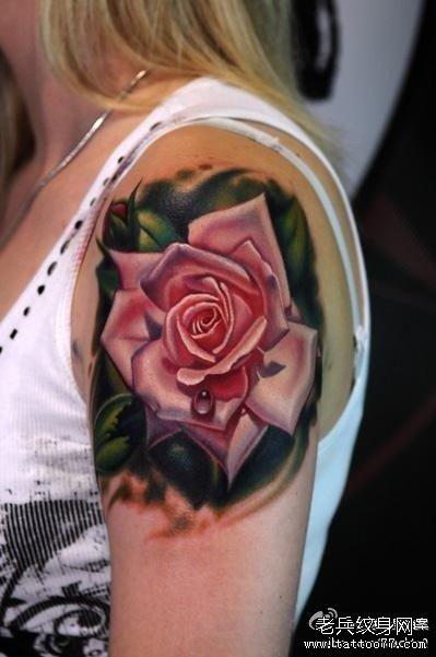 手臂时尚精美的沙漏玫瑰花纹身图图片