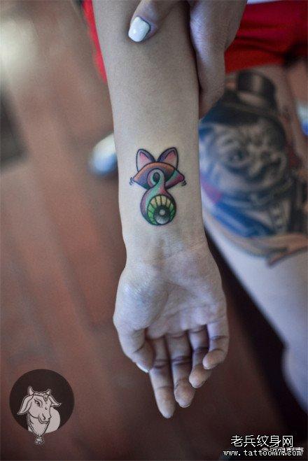 女生手腕可爱的小猫咪纹身图案图片