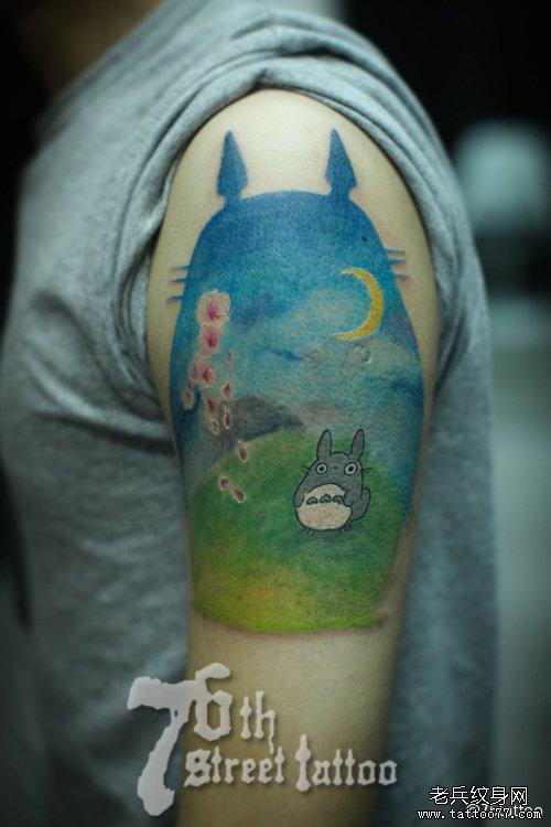手臂可爱潮流的龙猫纹身图案