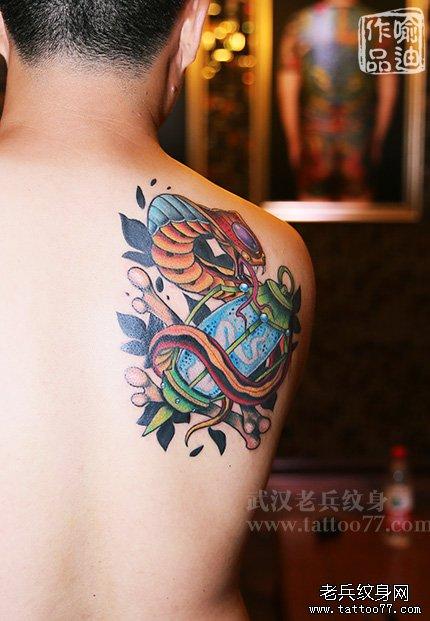 蛇纹身图案大全,后背蛇纹身图案,后背上的蛇纹身,蛇