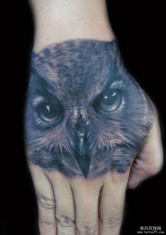 分享一款手背猫头鹰纹身图案图片