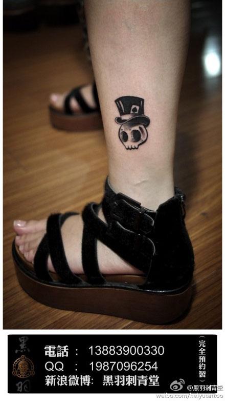女生腿部一款小巧可爱的骷髅纹身图案