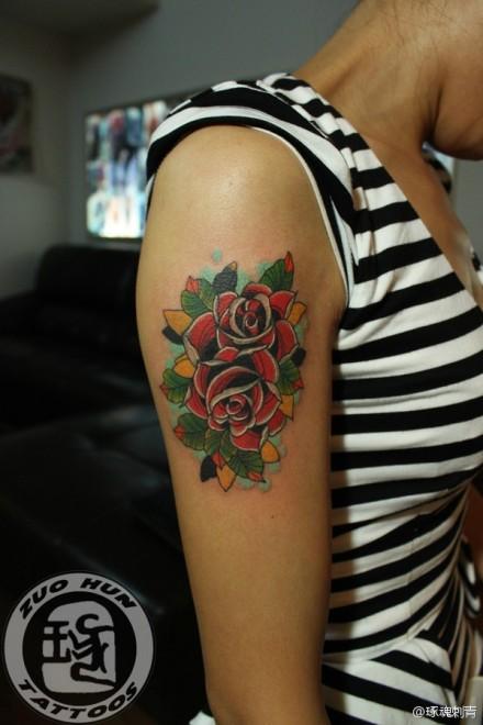 手臂唯美好看的school玫瑰花纹身图案图片