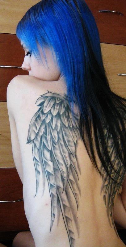 分享美女一款满背翅膀纹身图案
