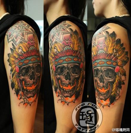 女生手臂潮流时尚的印第安骷髅纹身图案