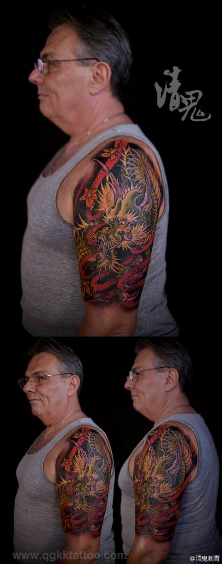 男人手臂很酷的一款传统彩色龙纹身图案
