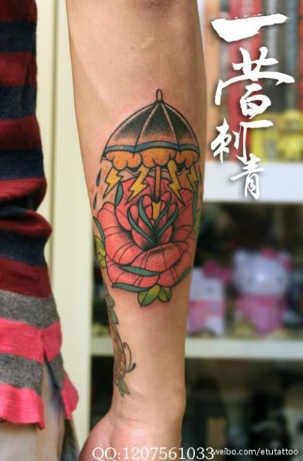 小型玫瑰花手臂纹身|男生手臂玫_纹身图案