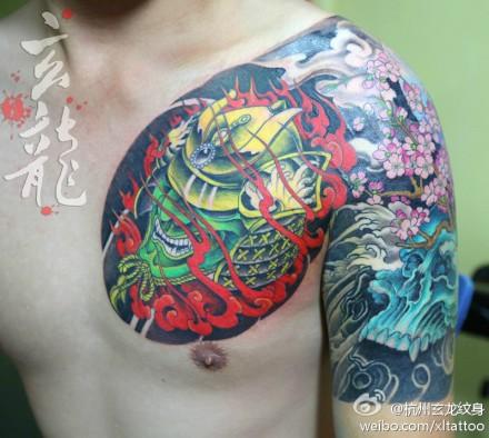 一款很酷经典的半胛日本武士与骷髅纹身图案