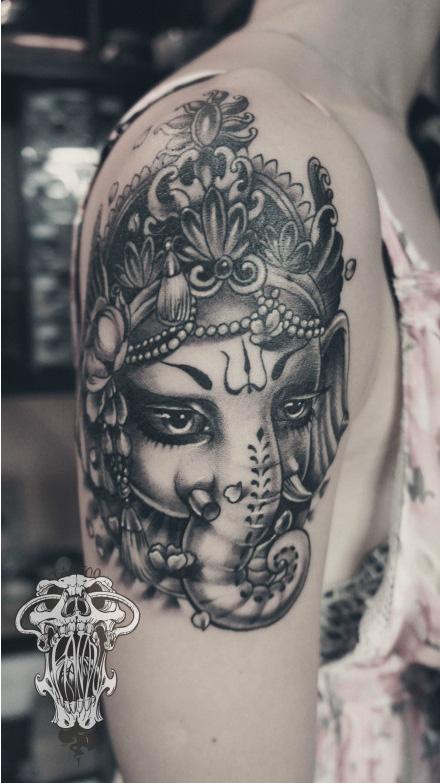 女生手臂可爱胖胖的象神纹身图案;       女生手臂可爱胖胖的; 女生手