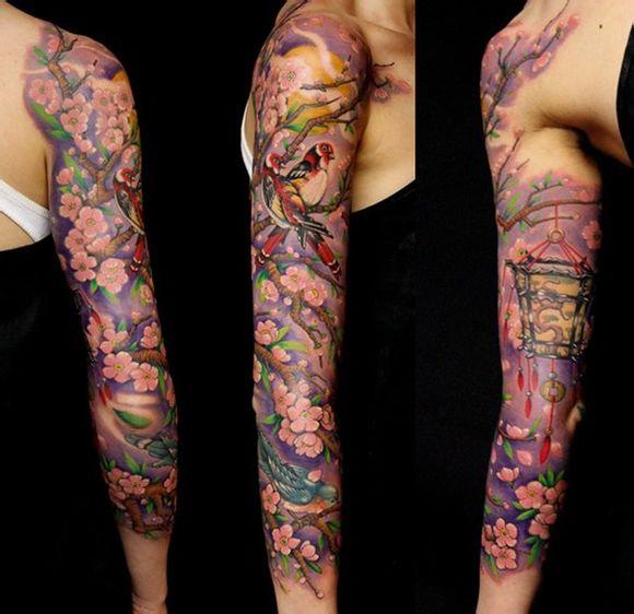 手臂漂亮潮流的花臂梅花纹身图案