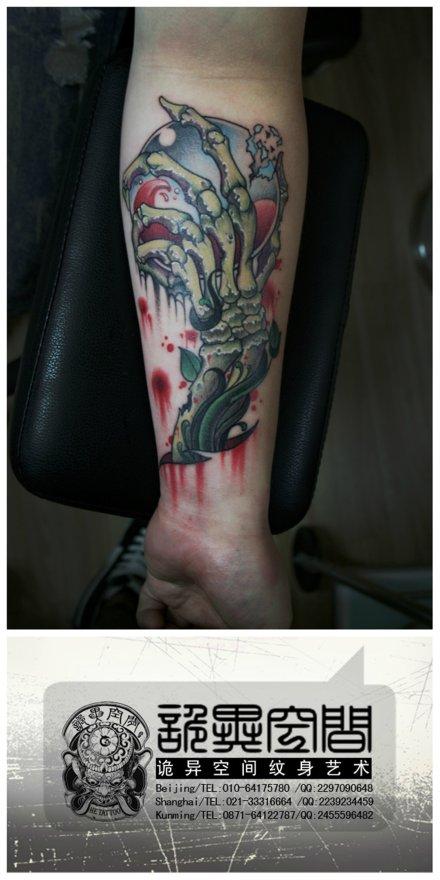 手部火骷髅纹身图案