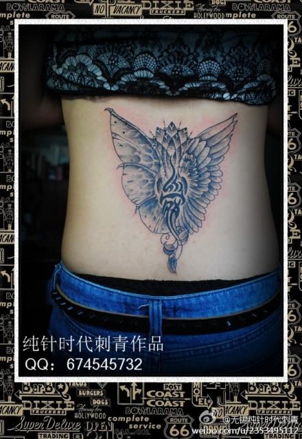 女生后腰唯美经典的恶魔天使翅膀纹身图案