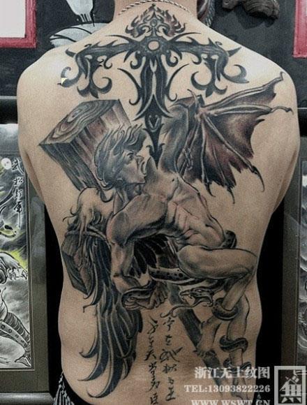 男人后背很酷的智天使纹身图案