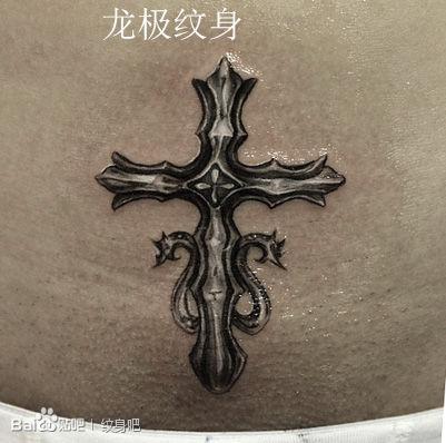 女生腹部经典时尚的十字架纹身图案