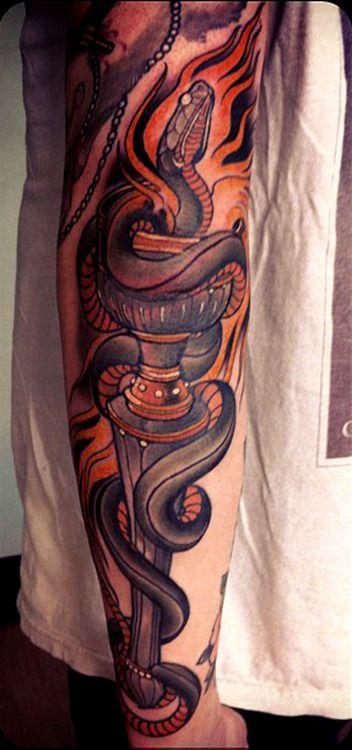 一款经典超酷的花臂蛇纹身图案