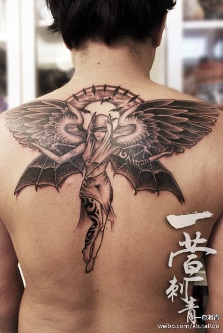 男生后背精美潮流的黑灰美女天使纹身图案图片