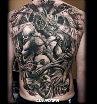 男人后背超酷的满背恶魔纹身图案