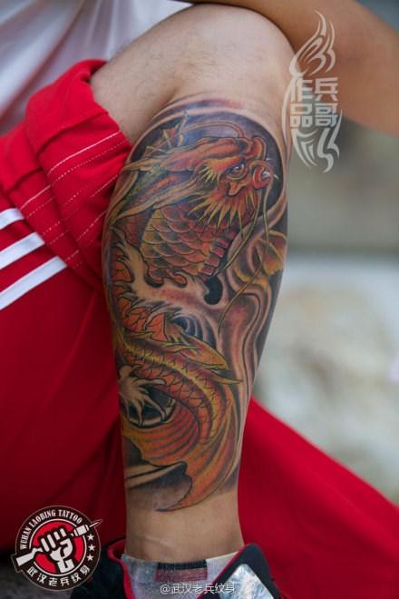 武汉最好纹身店打造的腿部鳌鱼纹身图案作品