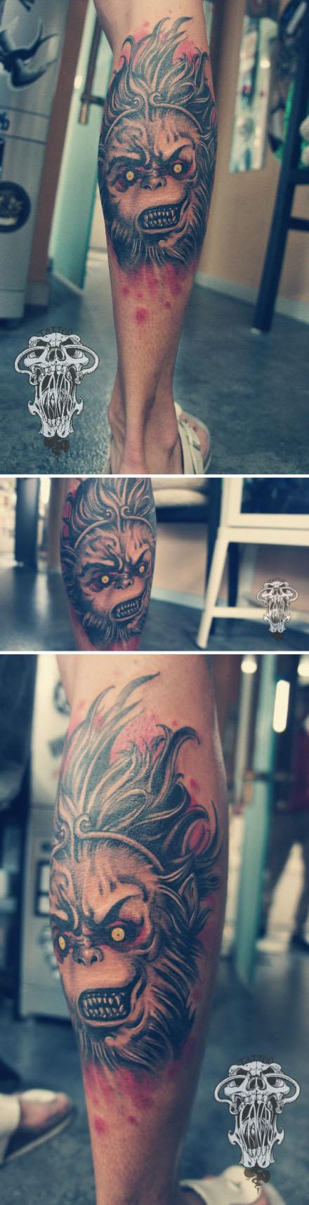 男生腿部很酷霸气的孙悟空纹身图案