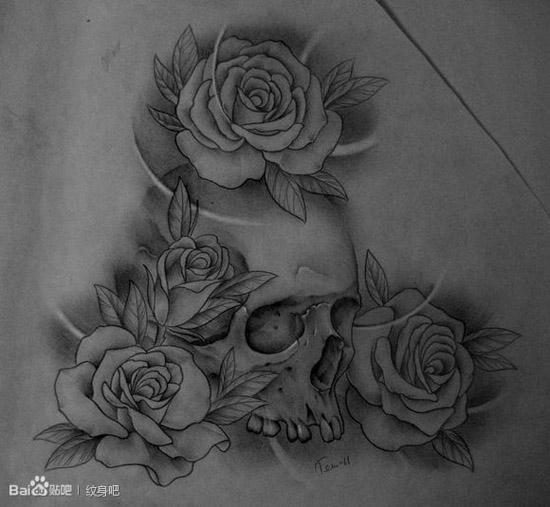 黑灰骷髅与玫瑰花纹身图案; 潮流很酷的一款黑灰骷髅与玫瑰纹身手稿