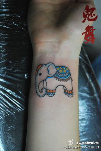 女生手腕潮流可爱的小象纹身图案 老兵武汉纹