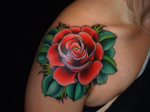 分享一款个性的肩膀玫瑰花纹身图案