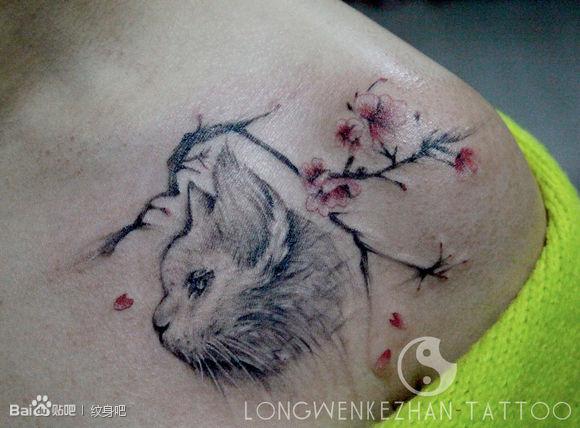 咪与梅花纹身图案